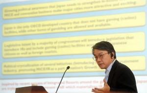 日本のIR関連法の現状と実現の可能性に関して講演を行う美原副会長